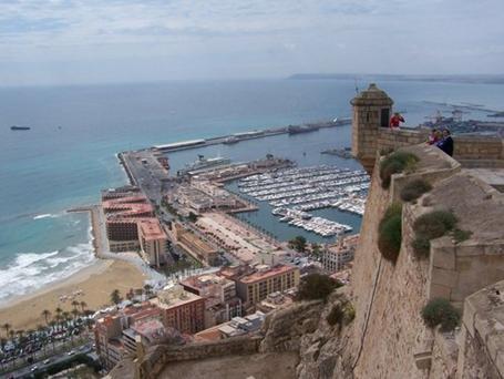 Castillo de Santa Bárbara situado en el Monte Benacatil