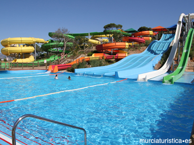 Parques temáticos de Alicante: 700 metros de toboganes!