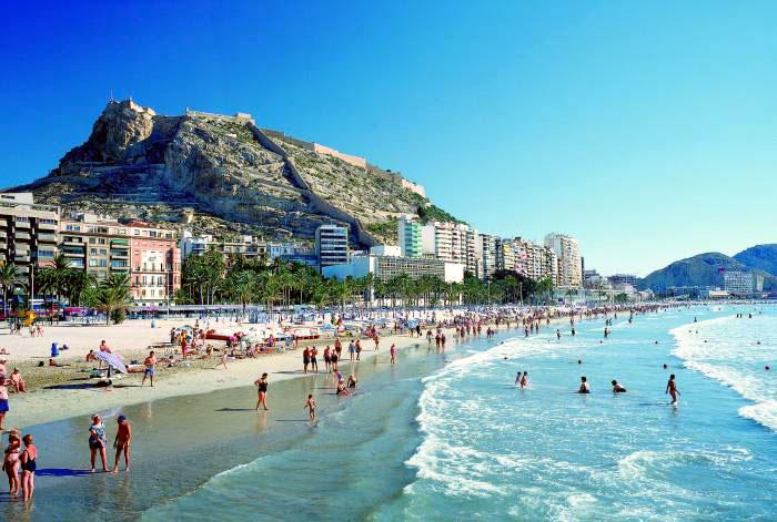 Con esta oferta solo 25 euros te separan de las hermosas playas de Alicante.