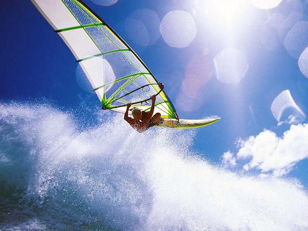 Windsurf en Alicante: un deporte extremo para los amantes de la adrenalina.
