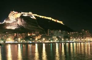 Postiguet y Castillo Santa Bárbara noche